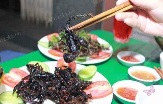 quán ăn côn trùng